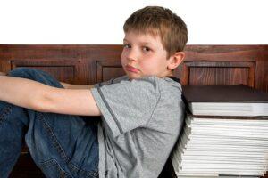 宿題 終わらない 泣き出す 夏休み 子供 育児 悩み